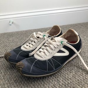 Tretorn navy sneakers sz 9